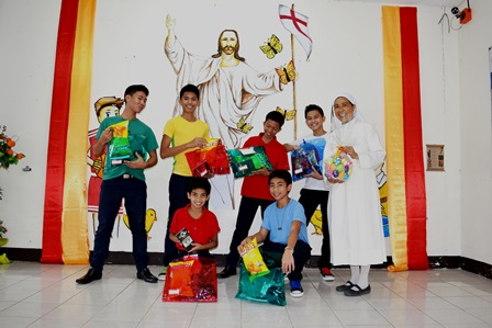 The philippinesapostolatethesisterofmary boystown students enjoyed their simple easter gifts negle Images